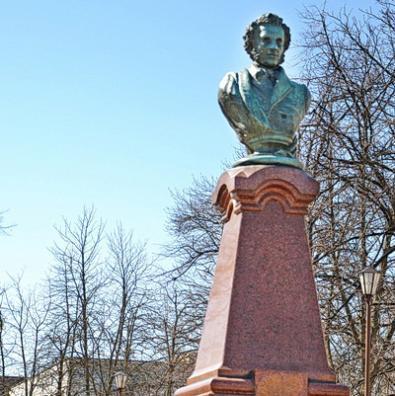Пушкін — нічий. Бери, хто хочеш?  Найстарішим пам'ятником в Житомирі ніхто не опікується